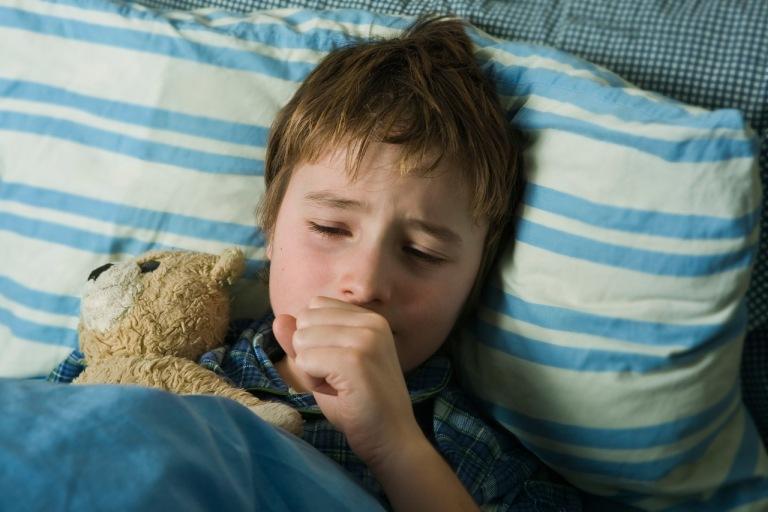 Triệu chứng của bệnh viêm họng hạt ở trẻ em