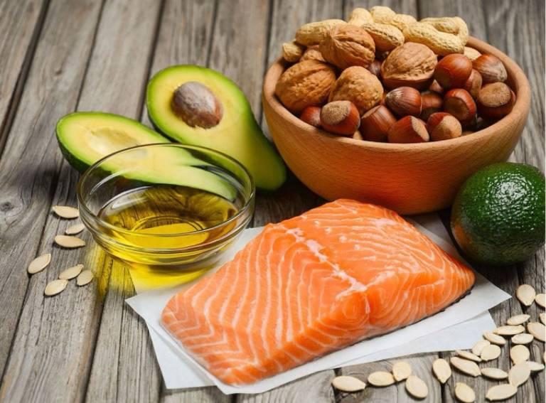 Các thực phẩm giàu chất béo lành mạnh có tác dụng tốt với hệ tiêu hóa, có thể hỗ trợ làm lành các tổn thương ở dạ dày