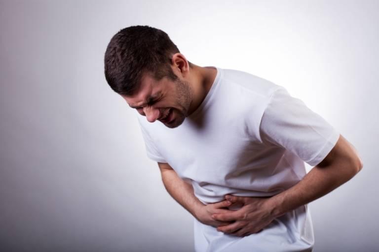 Buồn nôn, nôn ra máu, đau tức thượng vị là triệu chứng thường gặp của bệnh viêm xuất huyết niêm mạc dạ dày