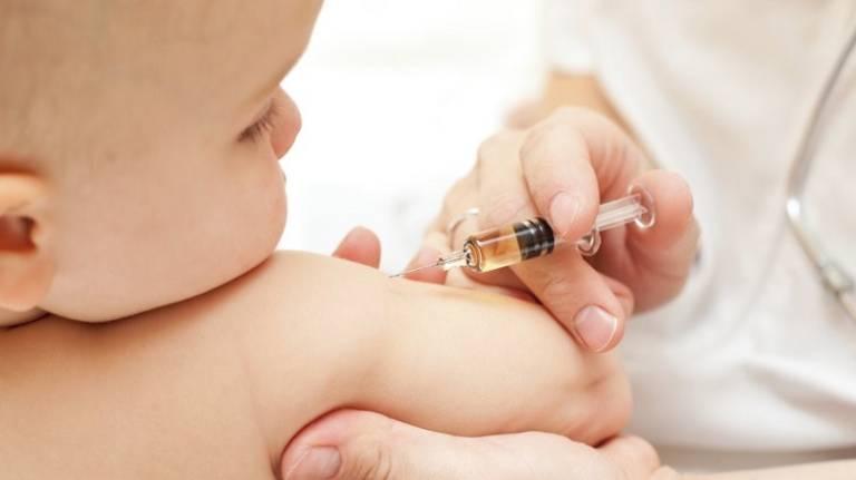 Tiêm vắc-xin cúm, phế cầu sẽ giúp bé phòng ngừa viêm phế quản tốt hơn