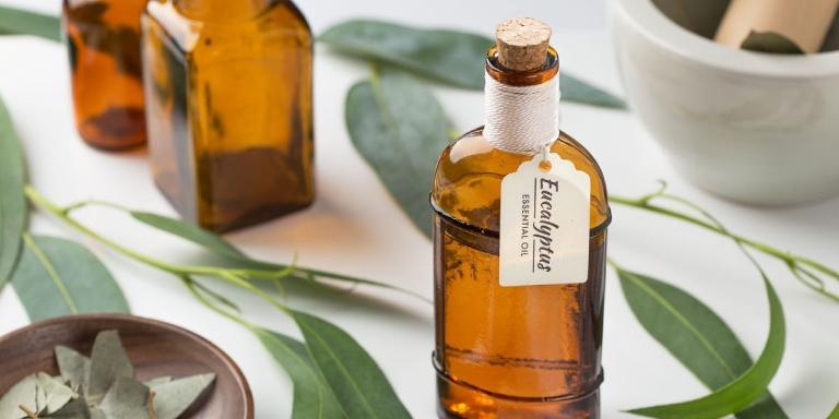 Cách trị lang ben tại nhà bằng dầu khuynh diệp