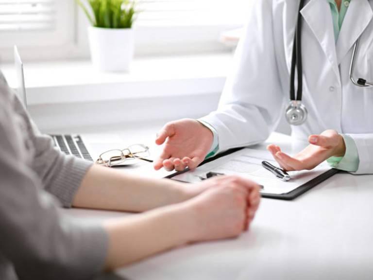 Khi có các triệu chứng bất thường về tiêu hóa, nghi ngờ mắc viêm đại tràng, bạn nên sớm thăm khám để được chẩn đoán và điều trị