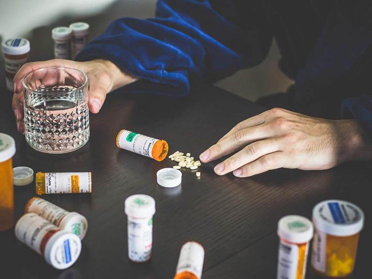 Có nên dùng thuốc chống trầm cảm không