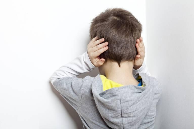 Rối loạn khí sắc là dạng trầm cảm ít gặp nhưng kéo dài có triệu chứng điển hình là tức giận dai dẳng, hay ù tai