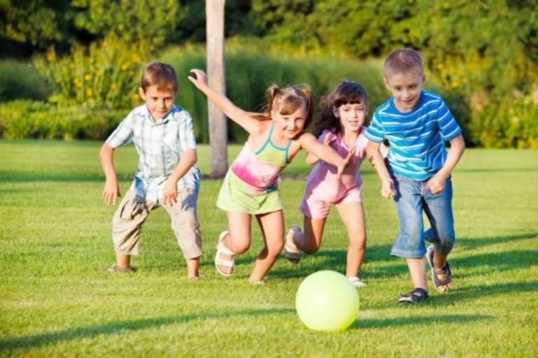 Cho con tham gia nhiều hơn vào các hoạt động xã hội, các môn thể thao vận động là cách phòng ngừa rối loạn trầm cảm cho con rất tốt