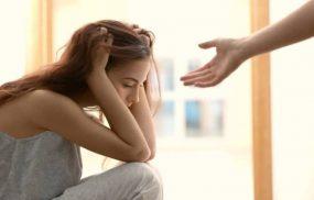 Trầm cảm ở tuổi dậy thì là tình trạng thường gặp dễ bị nhầm lẫn với những thay đổi tâm sinh lý thông thường của trẻ khi bước vào tuổi dậy thì