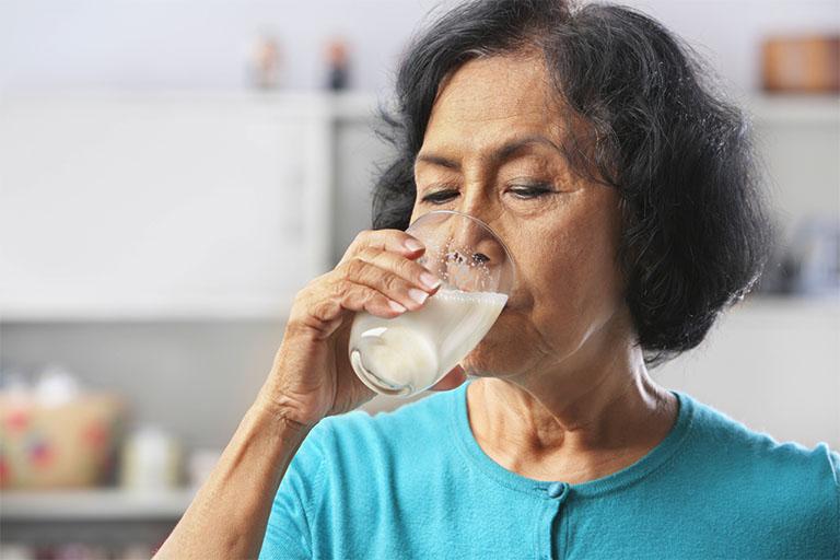 Người bị tiểu đường có uống sữa được không?