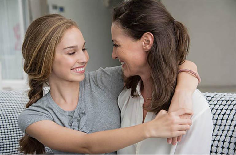 Lắng nghe là con đường truyền thông để cha, mẹ thấu hiểu nỗi lòng con cái