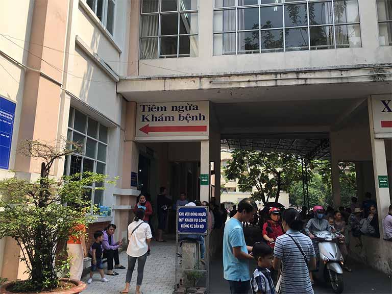 Tiêm chủng dịch vụ cho trẻ sơ sinh tại Viện Pasteur TPHCM