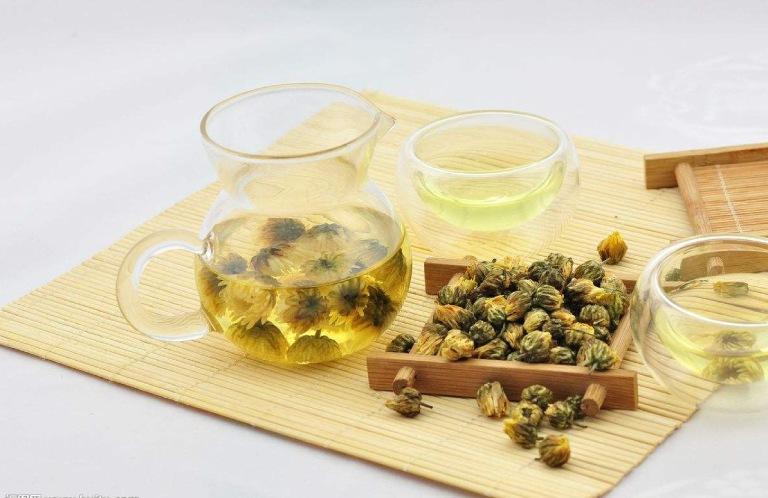 trà hoa cúc chữa rối loạn tiêu hóa