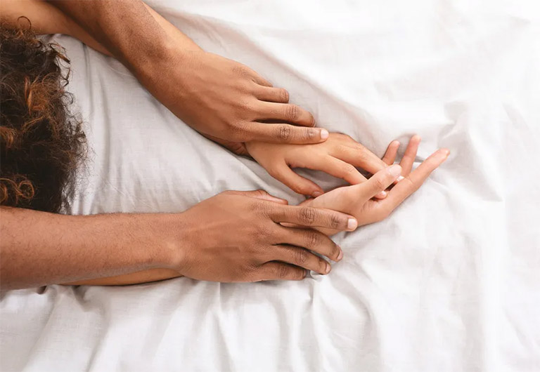 Đặt thuốc âm đạo có quan hệ được không đang là thắc mắc của nhiều chị em phụ nữ