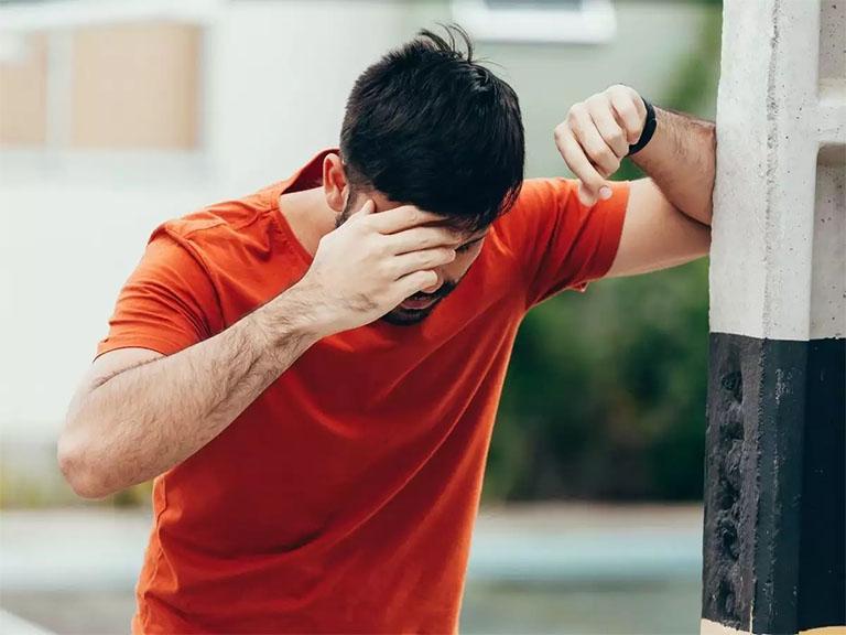 Chóng mặt, hoa mắt, té ngã là những triệu chứng thường gặp của rối loạn tiền đình