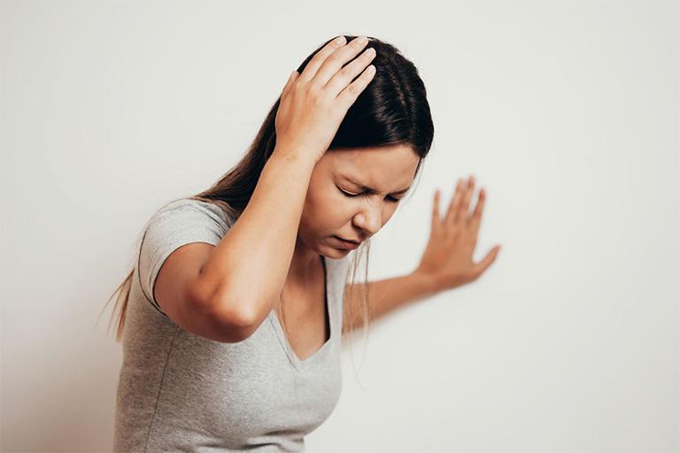 Chóng mặt là một trong những triệu chứng thường gặp nhất của bệnh rối loạn tiền đình