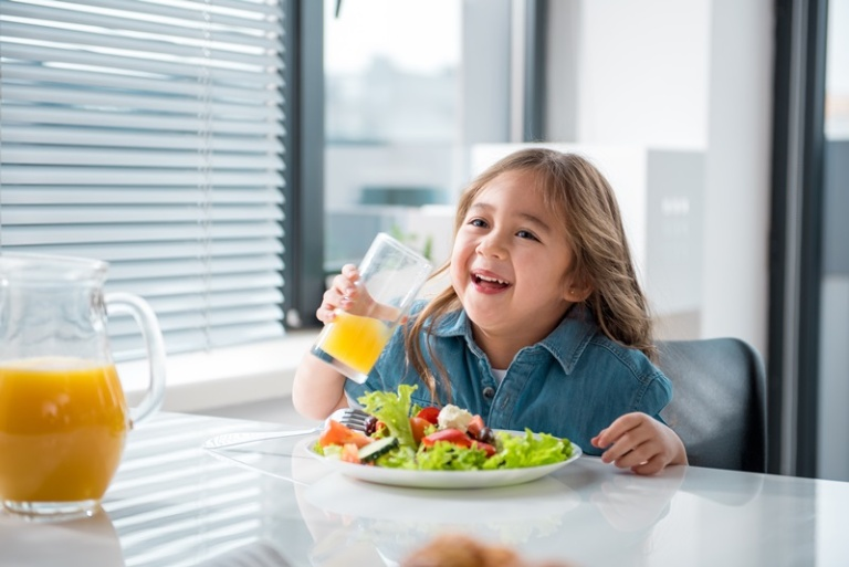 lưu ý khi dùng sữa cho bé có hệ tiêu hóa kém