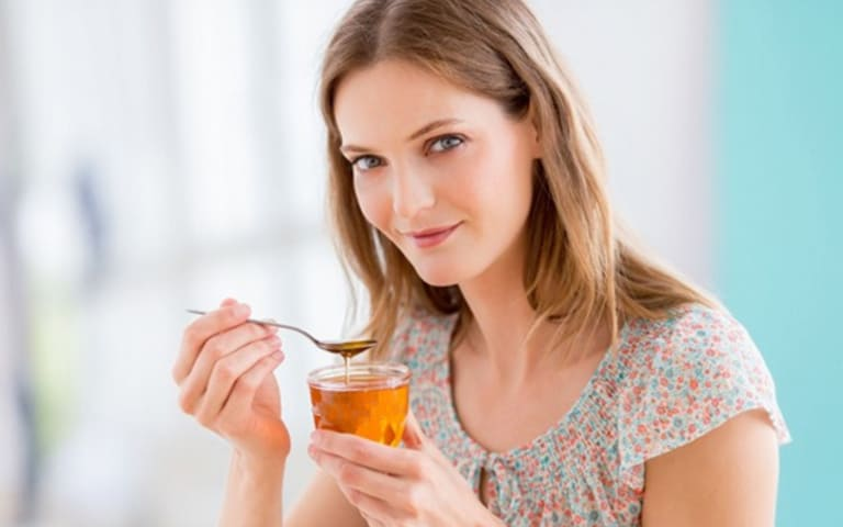 Các cách pha mật ong uống trước khi ngủ giúp ngủ ngon