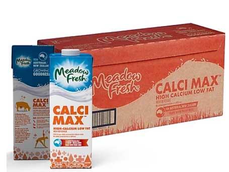 Meadow Fresh Calci Max là sữa tách béo và cung cấp canxi giúp ngăn ngừa loãng xương, các bệnh lý liên quan đến xương khớp